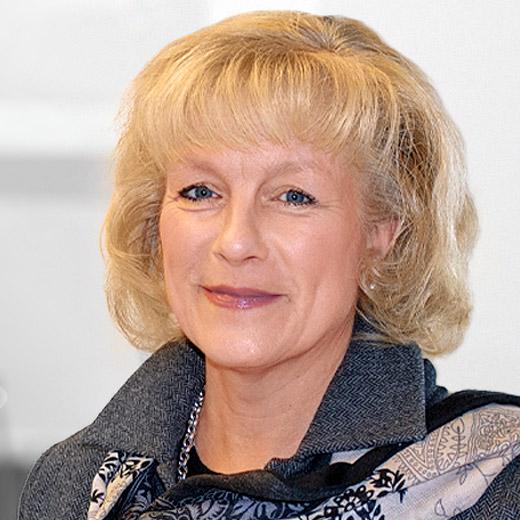 Dr. Christiane Cleff, Senior Consultant